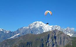 Scoprire la Valle d'Aosta in parapendio
